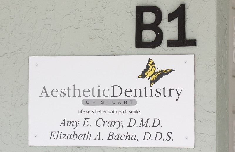 Front entry sign at Aesthetic Dentistry of Stuart